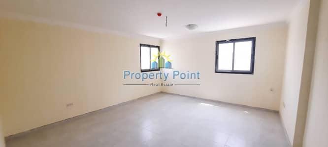 شقة 2 غرفة نوم للايجار في الوحدة، أبوظبي - Hot Offer | Newly Renovated 2-beroom Unit | Delma Street