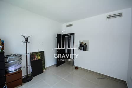 2 Bedroom Flat for Sale in Al Reef, Abu Dhabi - HOT DEAL! Luxurious Apartment in Picturesque Location