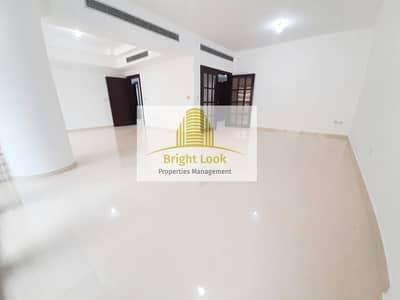 شقة 4 غرف نوم للايجار في شارع السلام، أبوظبي - Well Maintained and Affordable 4 BHK with Wardrobes