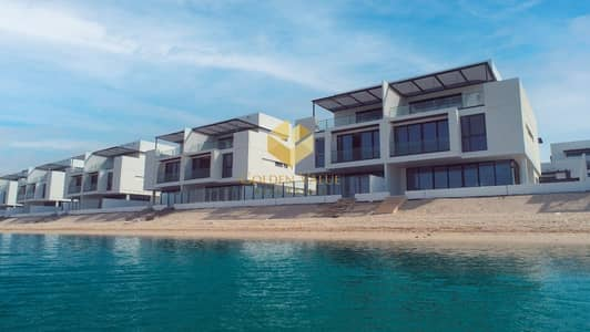 5 Bedroom Villa for Sale in Sharjah Waterfront City, Sharjah - 5 Bedroom with Private Beach   Stunning View   4 years payment plan