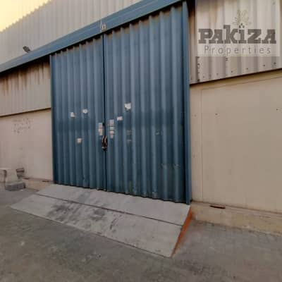 Warehouse for Rent in Al Quoz, Dubai - Affordable Price !! 7000Sqft Commercial Warehouse with Built-In Mezzanine & Offices Available In Al Quoz 1