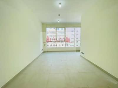 شقة 1 غرفة نوم للايجار في منطقة النادي السياحي، أبوظبي - FIRST  TENANT. : One Bedroom Apartment  with Balcony & Basement Parking for AED 45
