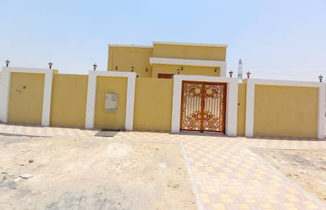 3 Bedroom Villa for Sale in Al Helio, Ajman - Safety is complete for you and your family without payment or without registration fees for the buyer, a villa for sale on the asphalt street