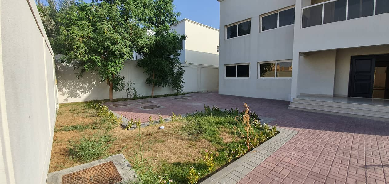 Independent 5-br-villa+maids rent 110k in 4payment with all master bedrooms in al barashi area call 055_2260846