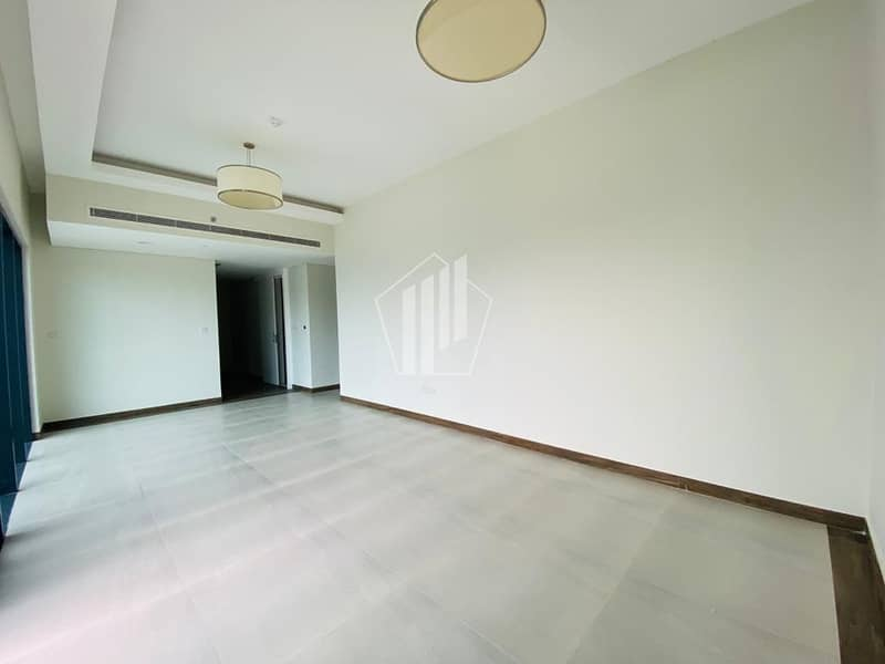 Unfurnished 1 bedroom Apartment / Huge Balcony