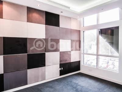 Bright and well kept commercial office to rent located in Khalidiya