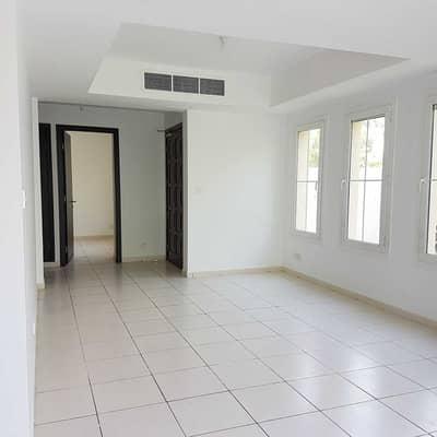 فیلا 3 غرف نوم للايجار في الينابيع، دبي - الوحدة النهائية | مع غرفة الخادمة والدراسة | مسافة المشي إلى الحديقة والمدرسة والبحيرة