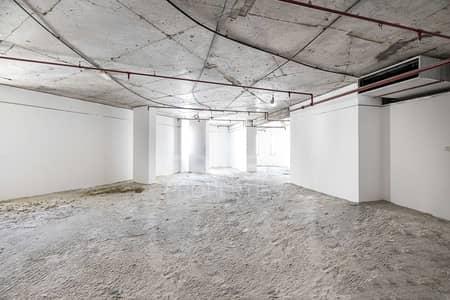 مکتب  للايجار في بر دبي، دبي - Excellent Location | Shell & Core Office