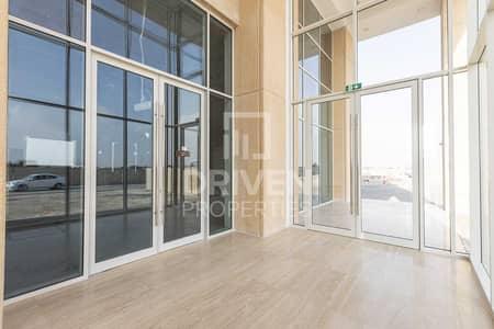 محل تجاري  للايجار في بوكدرة، دبي - Affordable   Best Layout and Semi fitted
