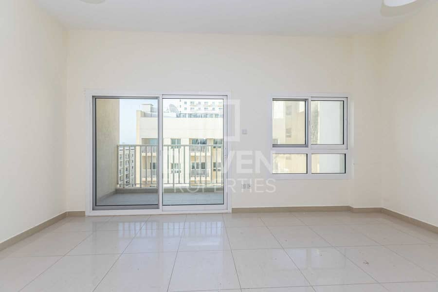 Elegant 2 Bed Apartment with Maid's room