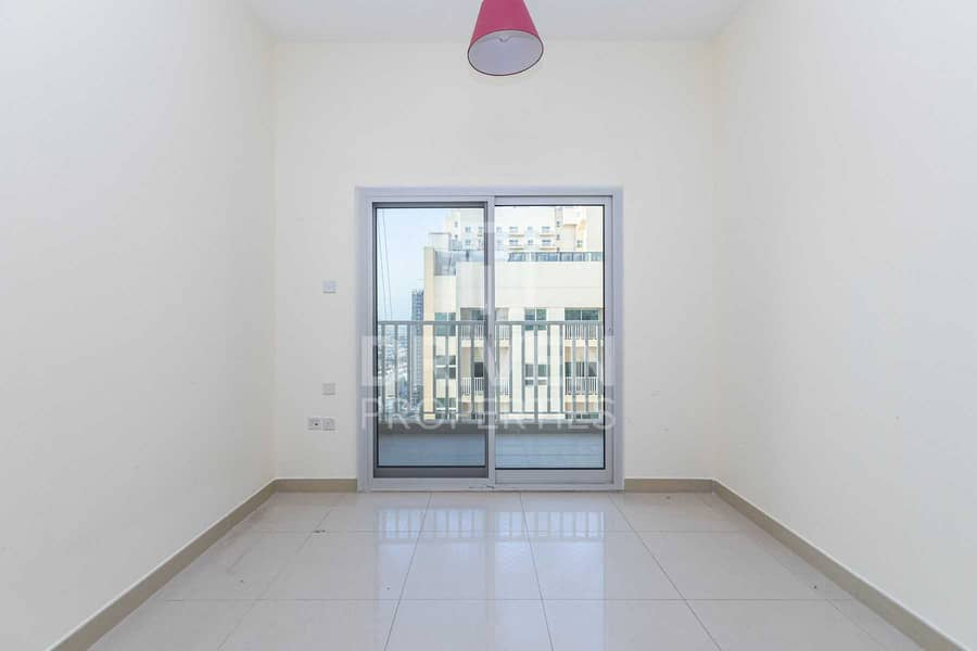 18 Elegant 2 Bed Apartment with Maid's room