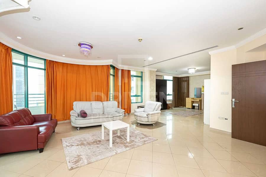 2 High Floor and Sea View Apt w/ Maid Room