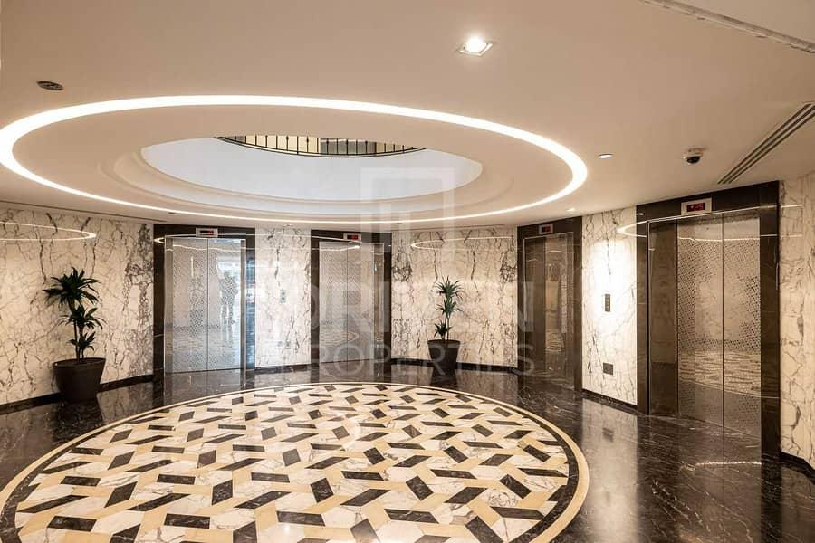 18 High Floor and Sea View Apt w/ Maid Room