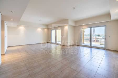 2 Bedroom Townhouse for Rent in Palm Jumeirah, Dubai - Sea View | Big Layout | Partly Furnished