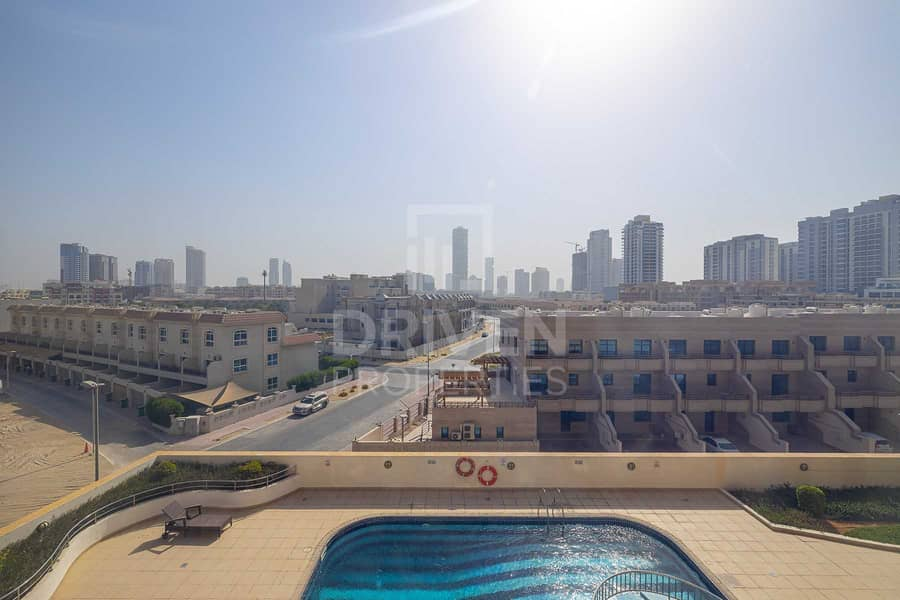 20 Furnished   Community View   Bright Unit