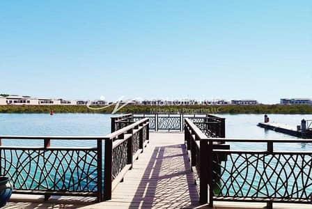 فیلا 8 غرف نوم للايجار في القرم، أبوظبي - Massive and Modified 2 Villas in Al Gurm Resort