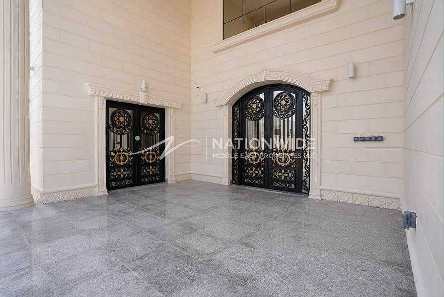 14 Amazing Clean Villa with 6 Beds and 2 Kitchen In Altowayaa