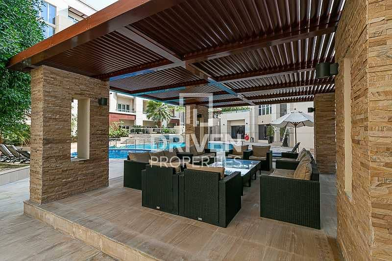 2 Fully Renovated 1 Bed Apt with Pool View