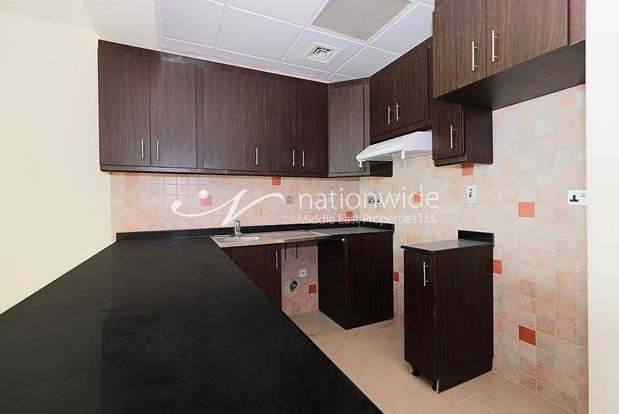 2 An Affordable Unit with Stunning Full Lake View