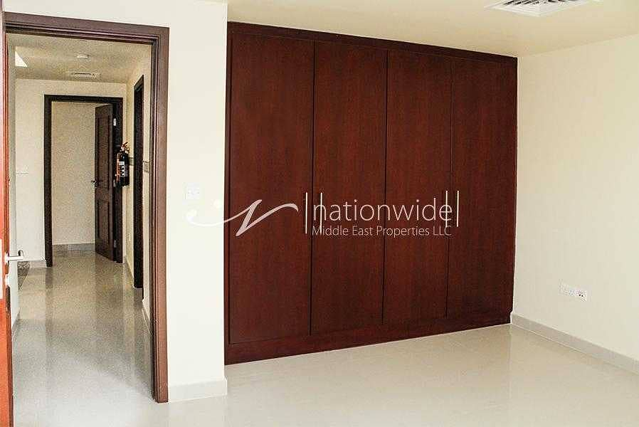 15 Live with Utmost Comfort In This Spacious Villa
