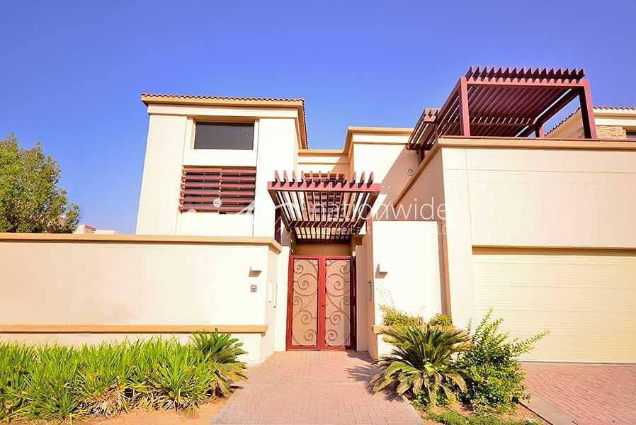 An Enrapturing 5 BR Villa with Rent Refund