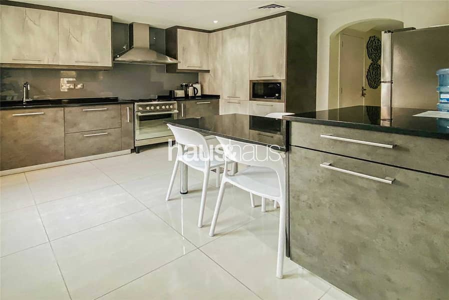 2 EXCLUSIVE Fully upgraded || 4 beds || Private pool