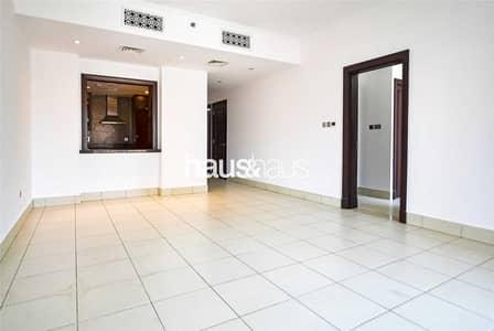 شقة 2 غرفة نوم للايجار في المدينة القديمة، دبي - Great Condition   Painted White Throughout   Ready