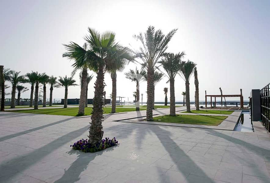 2 BEAUTIFUL 2 BED+MAID WITH PRIVATE BEACH