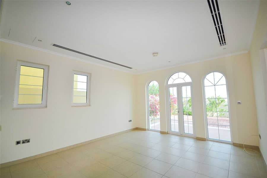 13 Available 3 weeks | Attractive location | Call now
