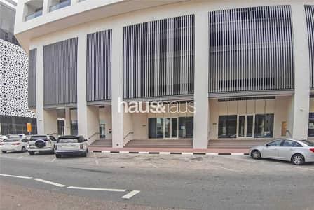 محل تجاري  للايجار في القرهود، دبي - Retails Rd Facing Near Metro For All Concepts