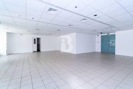 محل تجاري  للايجار في شارع الشيخ زايد، دبي - Excellent Visibility | 2 Months Free Rent