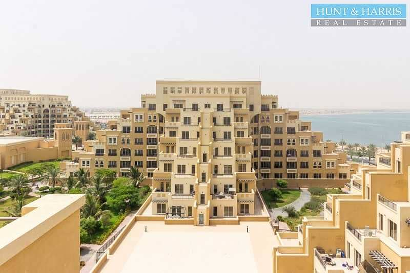 Live by the Sea - Studio Apartment - Courtyard Views