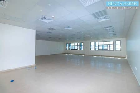مکتب  للايجار في الظيت، رأس الخيمة - Elegant Office - New Building - Near Center Point