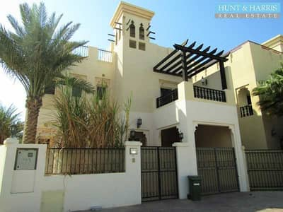 4 Bedroom Townhouse for Rent in Al Hamra Village, Ras Al Khaimah - Upgraded Villa with Private Pool and Maids Room - Over Lagoon View