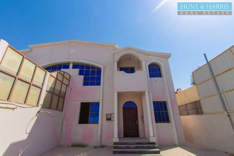 Amazing 3 Bedroom Villa - On the Main Road - Across from Al Naeem City Centre -