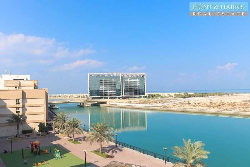 Lagoon View - Large Two Bedroom Apartment - High Floor