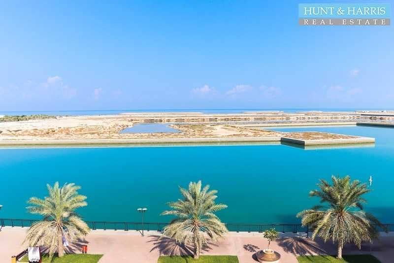 2 Lagoon View - Large Two Bedroom Apartment - High Floor