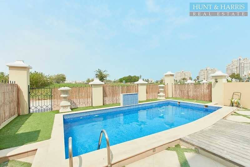 Priced to sell - Private Pool - Upgraded Townhouse