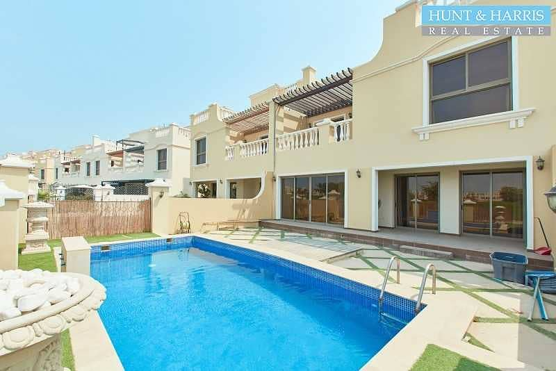 2 Priced to sell - Private Pool - Upgraded Townhouse
