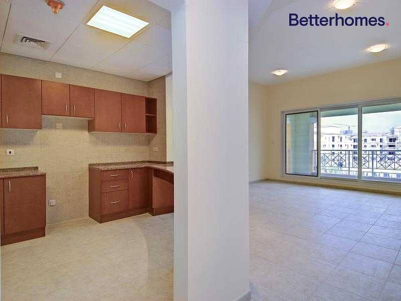 2 Garden View | Bright and Spacious |Well Maintained