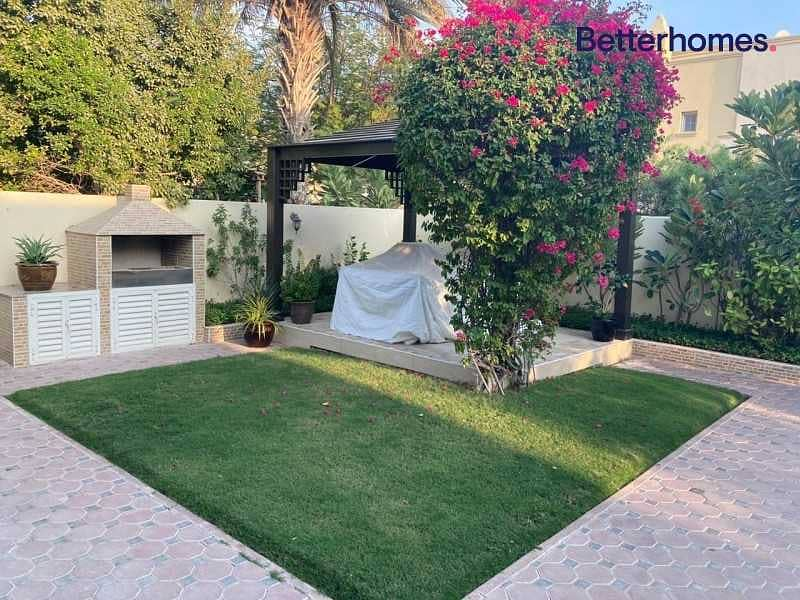 10 Upgraded   Landscaped Garden   Close to Pool  