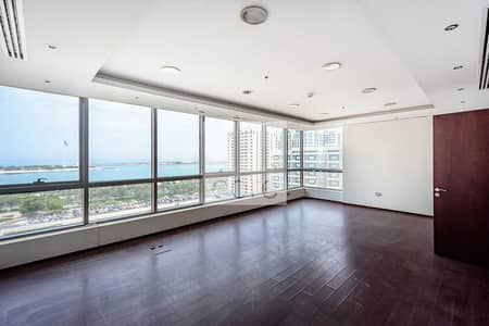 Office for Rent in Al Khalidiyah, Abu Dhabi - Sea View | Modern Fit Out | Pay in 12 Cheques