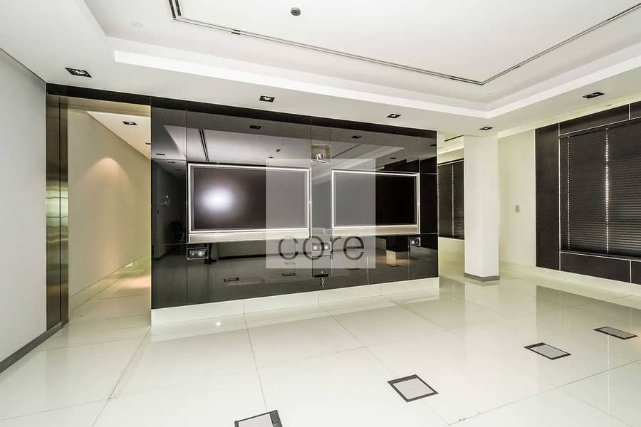 2 Spacious fitted office vacant for rent