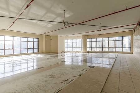 مکتب  للايجار في أبراج بحيرات الجميرا، دبي - Shell and core corner office in Fancy Rose
