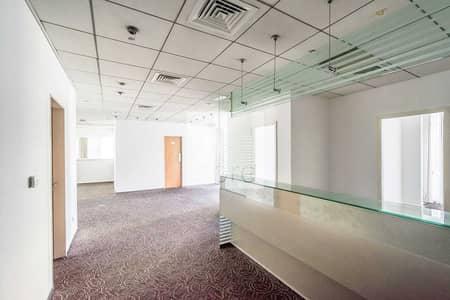 مکتب  للايجار في شارع الشيخ زايد، دبي - Spacious Office   Well Fitted   Near Metro