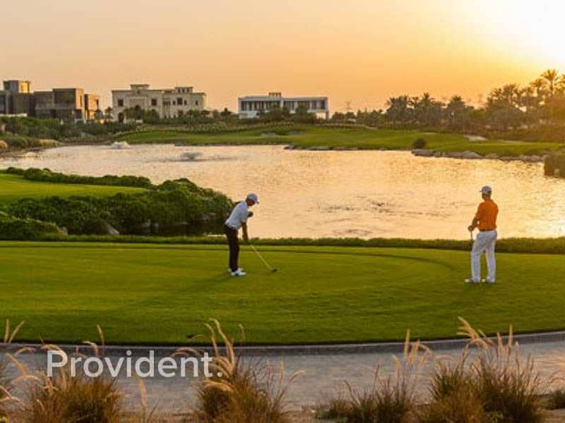 2 Beautiful Views of the Golf & Dubai Skyline
