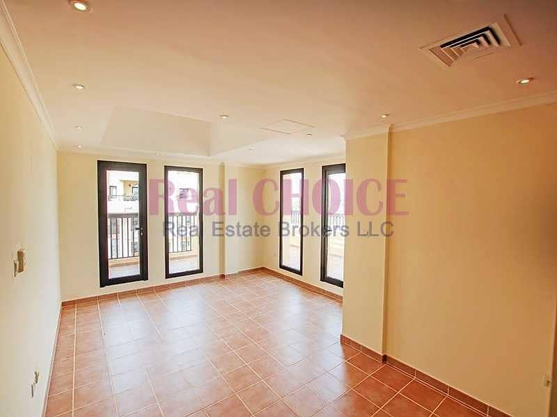 12chqs|No Commission|2BR Top Floor Apartment