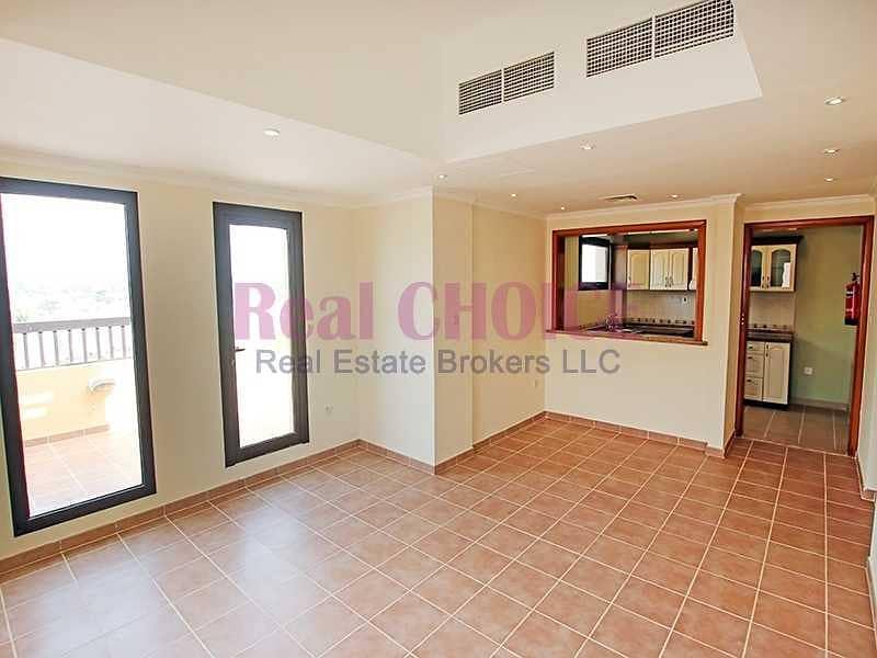 2 12chqs|No Commission|2BR Top Floor Apartment