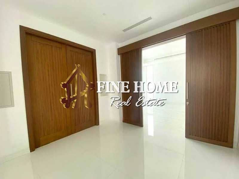 10 Villa 6BR in Madinat khalifa for sale | Brand new Villa |