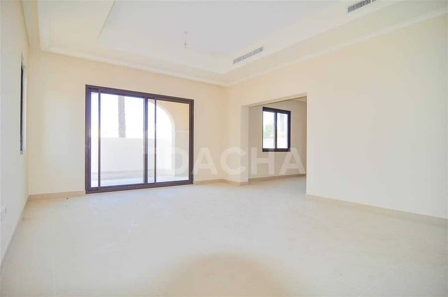 2 5 BED +Maid / Type 4 Villa / Available Immediately